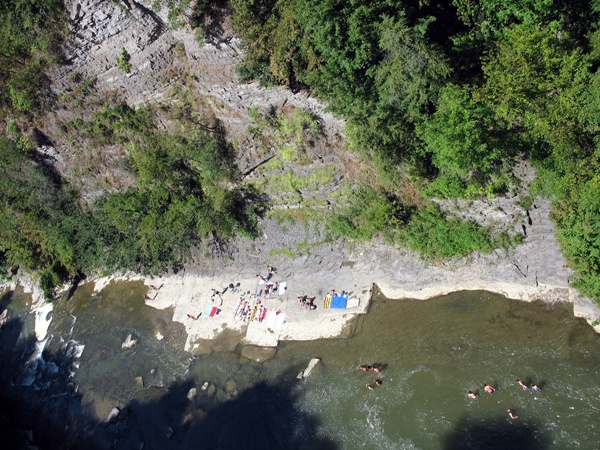 Итака, студенты Корнельского университета на пляже, Ithaca, Students of 