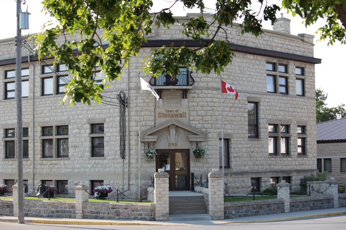 Стоунволл Манитоба здание муниципалитет Stonewall Manitoba city hall