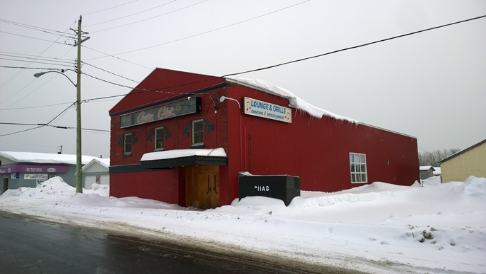 На машине по Канаде. Кабак и дискотека в Джералдтон Онтарио. Lounge & Grille, Dancing and Entertainment Geraldton Ontario